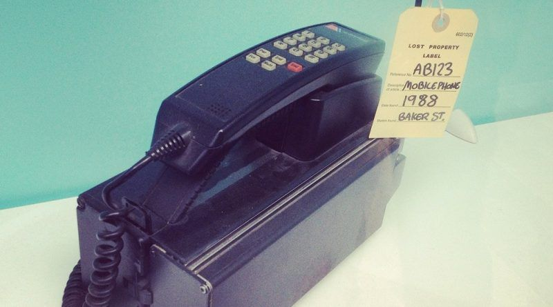Motorola DynaTac Primer Teléfono Móvil de la Historia